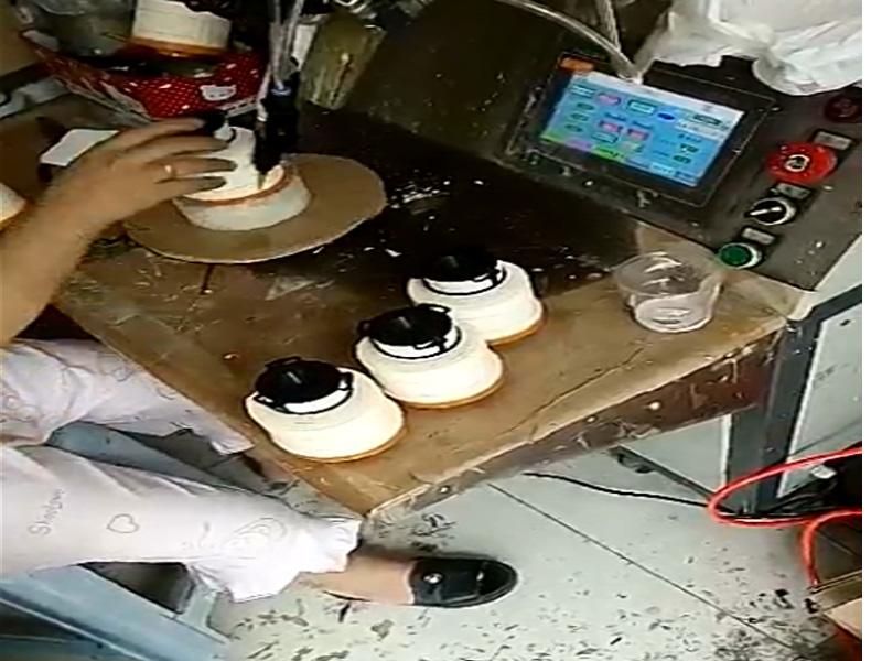 卷纸芯单工位转盘打胶机视频