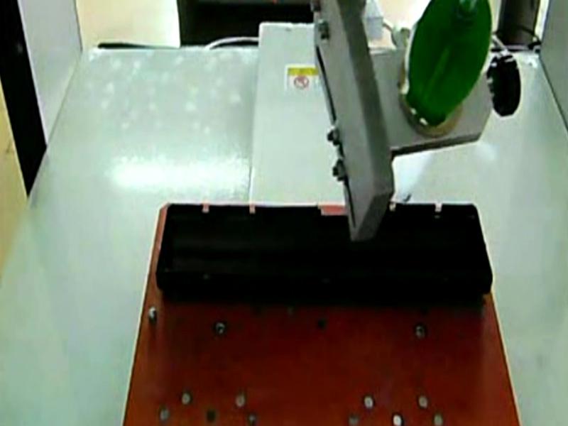 外壳桌面式旋转点胶机视频